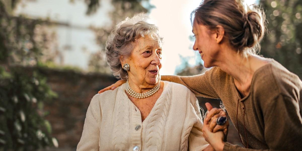 Cuidadoras de personas mayores para este verano 2020